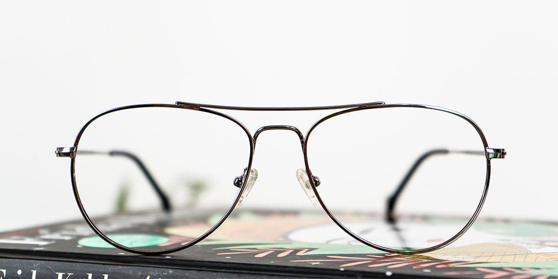 11285def5b No importa los años que pasen, porque cada vez son más las personas que se  apuntan a la tendencia de lucir gafas de estilo aviador.