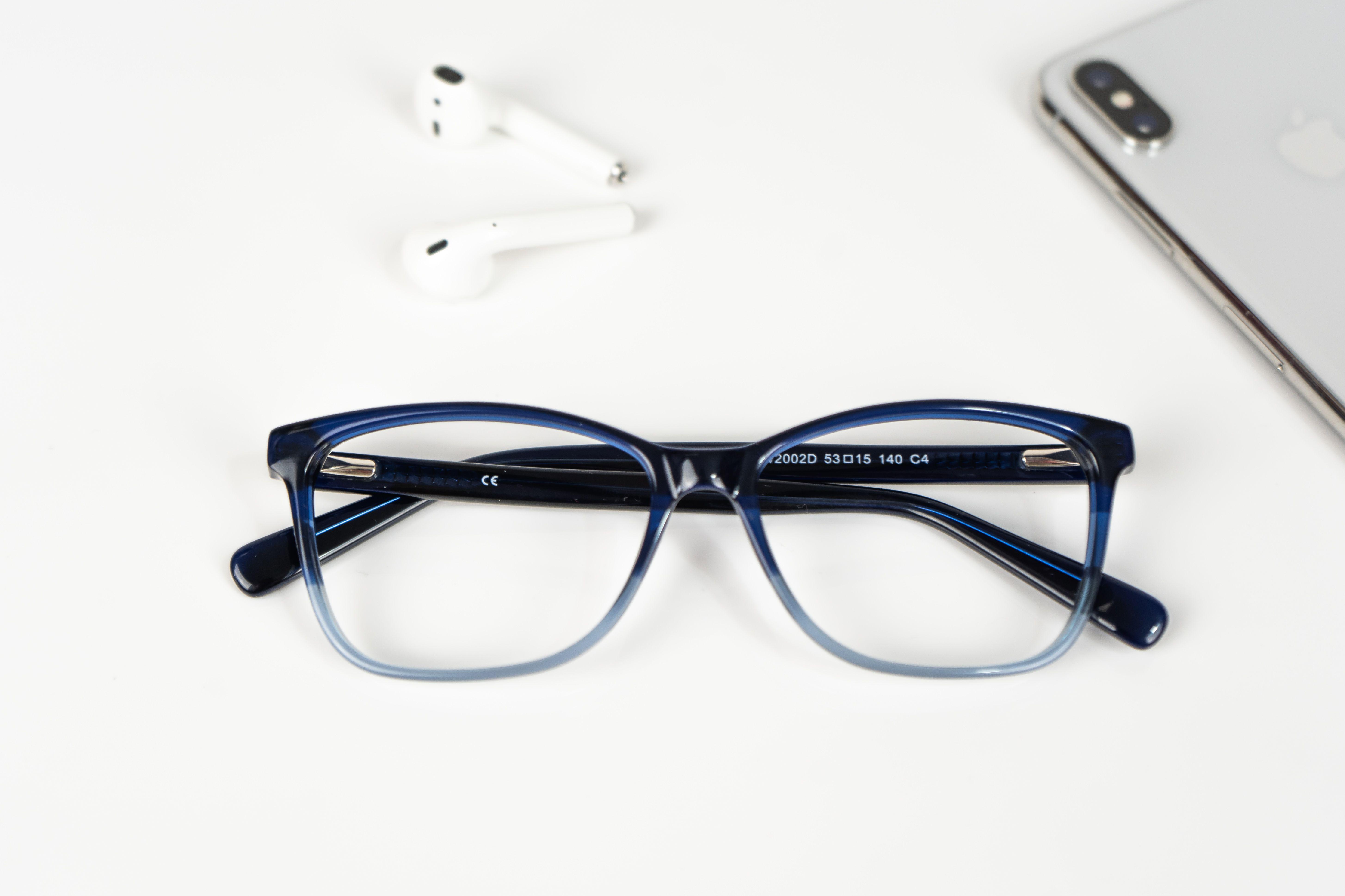 bdd5315c6a Gafas graduadas de color: ¿Cómo elegir la montura que mejor te va?
