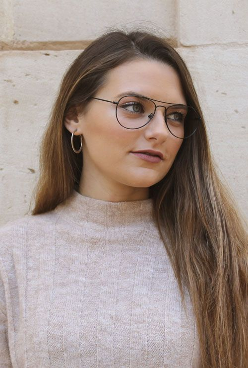 Kiel gafa graduada negro chica rubia